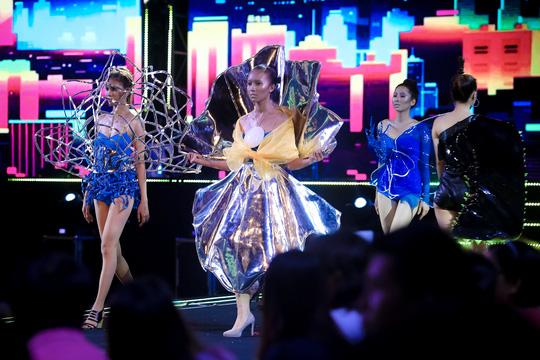 Mãn nhãn với đêm bế mạc Lễ hội Thời trang và Công nghệ (nld.com.vn)