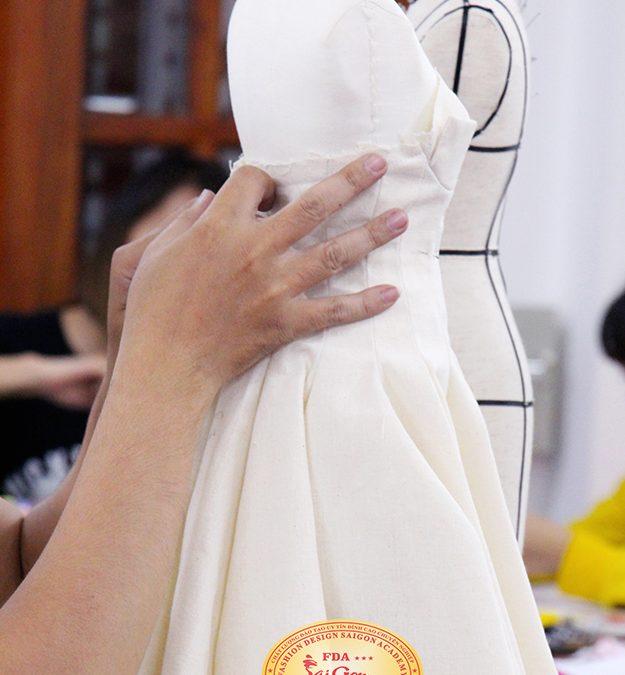 Học draping thiết kế tạo mẫu thời trang trên manocanh mini