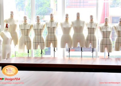 Mannequin thiết kế thời trang