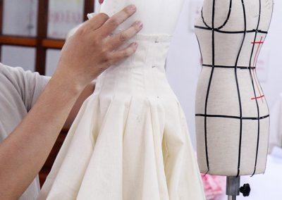 Học draping tạo mẫu thời trang trên manocanh mini